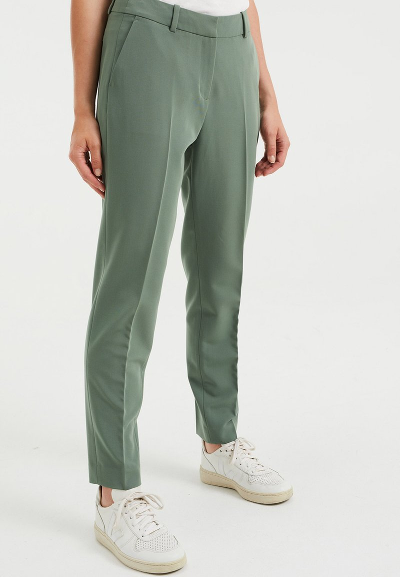 WE Fashion - Trousers - green