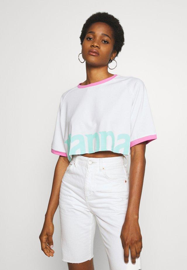 CRYSTAL - T-shirt imprimé - white/greenaqua/pink