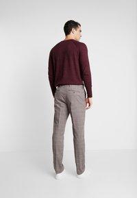 Tommy Hilfiger Tailored - SLIM FIT WINDOWPANE FLEX PANT - Pantaloni - brown - 2