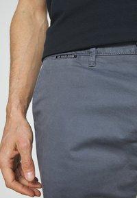 TOM TAILOR DENIM - Shorts - urban medium grey - 5