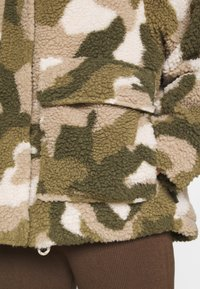 Billabong - HIKING LOVER - Winter jacket - army - 5