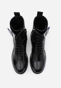 MOSCHINO - Šněrovací kotníkové boty - nero - 3
