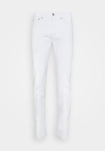 SKINNY - Slim fit jeans - white