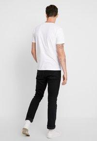 Makia - SCOPE - T-shirt imprimé - white - 2