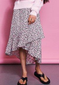 Catwalk Junkie - SK FLOWER BOMB - Wrap skirt - strawberry ice - 0