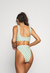 Missguided - GINGHAM SCOOP NECK TOP AND TANGA BOTTOMS - Bikiny - green - 2