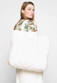 Holzweiler - SUSTAINABLE TOTE BAG - Tote bag - white - 1