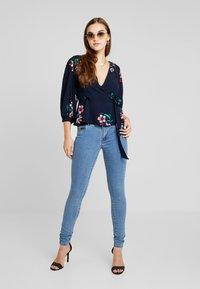 ONLY - ONLCARMEN  - Jeans Skinny Fit - medium blue denim - 1