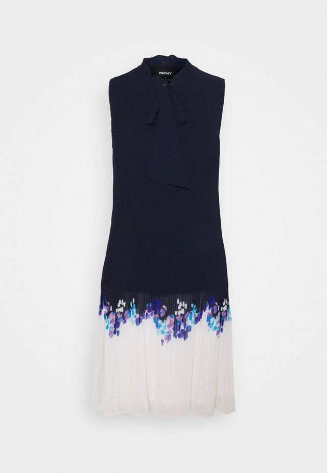 Pouzdrové šaty - spring navy/cream