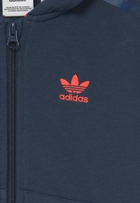 adidas Originals - CAMO HOODED SET UNISEX - Tracksuit - crew navy/crew blue - 3