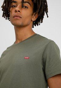 Levi's® - ORIGINAL - T-shirt basic - cotton patch olive night - 4