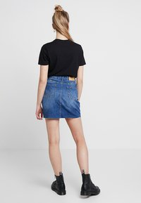 Noisy May - NMAYLA SHORT SKIRT - Minifalda - medium blue denim - 2