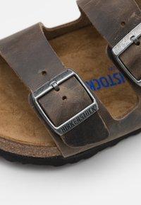 Birkenstock - ARIZONA UNISEX - Pantoffels - faded khaki - 5