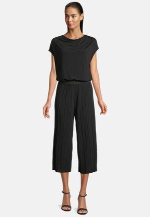 MIT WASSERFALLAUSSCHNITT - Jumpsuit - schwarz