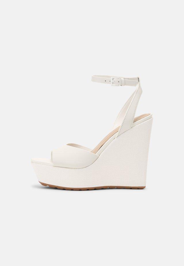VERLY - Sandalen met plateauzool - white