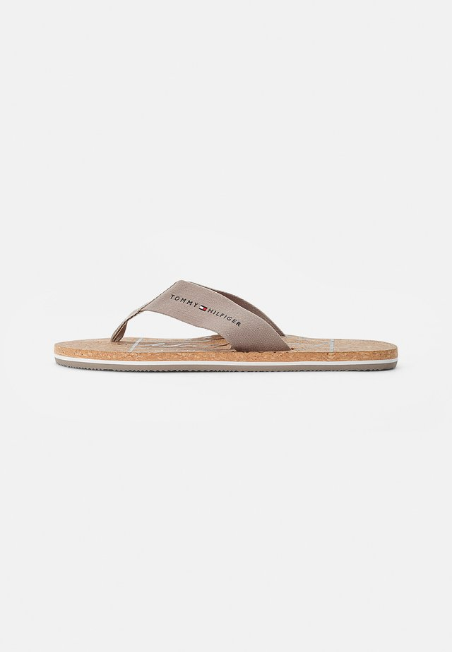 CORKBEACH SANDAL - Sandály s odděleným palcem - stone
