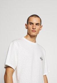 Bally - Jednoduché triko - white - 3