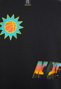 Nike Performance - NIKE EXPLORATION SERIES BASKETBALL-T-SHIRT FÜR HERREN - Print T-shirt - black - 2