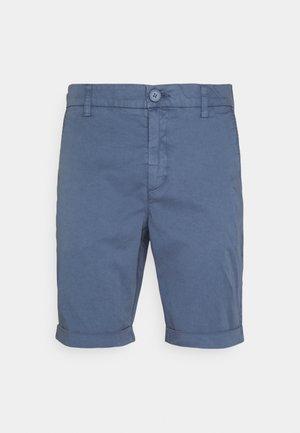 CHUCK REGULAR - Shorts - vintage indigo
