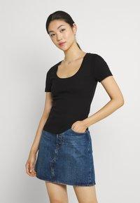 Vero Moda - VMZOE TEE - Basic T-shirt - black - 0