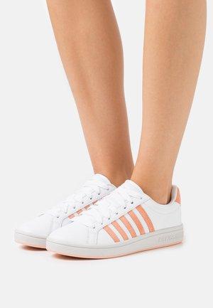 COURT TIEBREAK - Sneakers laag - white/peach nectar