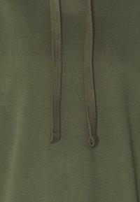 Marc O'Polo DENIM - LONGSLEEVE HOODED - Sweatshirt - utility olive - 2