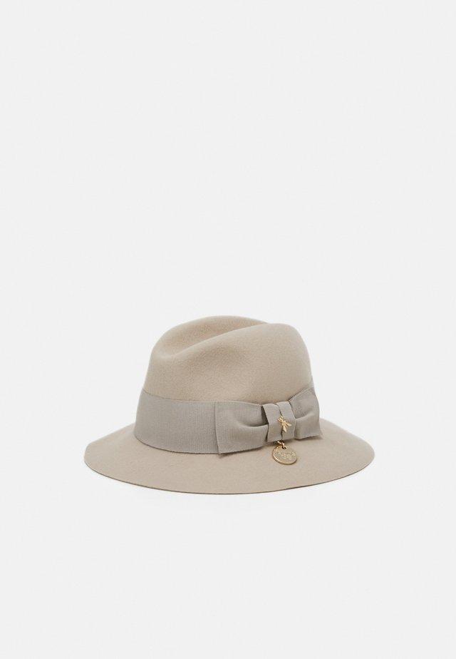 Hattu - camel beige