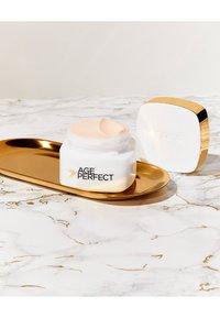 L'Oréal Paris - AGE PERFECT ANTI-AGING CREAM NIGHT - Anti-Aging - - - 3