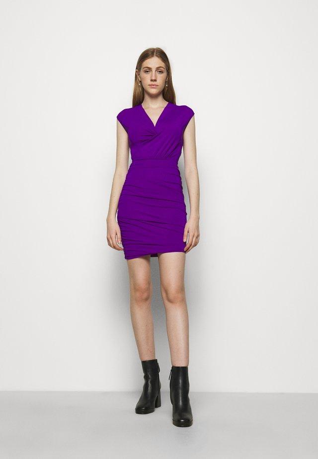 RENDER - Etuikleid - violet
