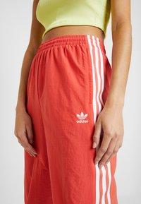 adidas Originals - LOCK UP ADICOLOR NYLON TRACK PANTS - Tracksuit bottoms - trace scarlet/white - 3