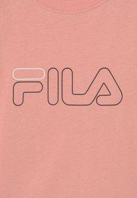 Fila - JULITA CROPPED  - Print T-shirt - coral cloud/black - 2