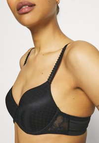 Chantelle - INSTANTS BRA COVERING MEMORY - Underwired bra - black - 4