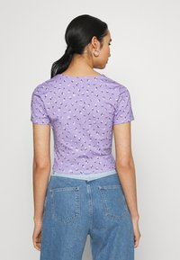 Monki - MINNIE - Printtipaita - purple - 2