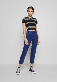 Abrand Jeans - JESSICA - Print T-shirt - black/white - 1