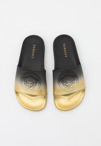 Versace - UNISEX - Pantofle - black/gold - 3