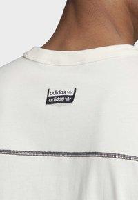 adidas Originals - R.Y.V. T-SHIRT - Print T-shirt - white - 7