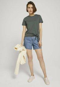 TOM TAILOR DENIM - Print T-shirt - dusty pine green - 1