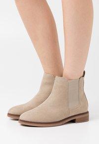 Evans - WIDE FIT SOLE CHELSEA - Boots à talons - sand - 0