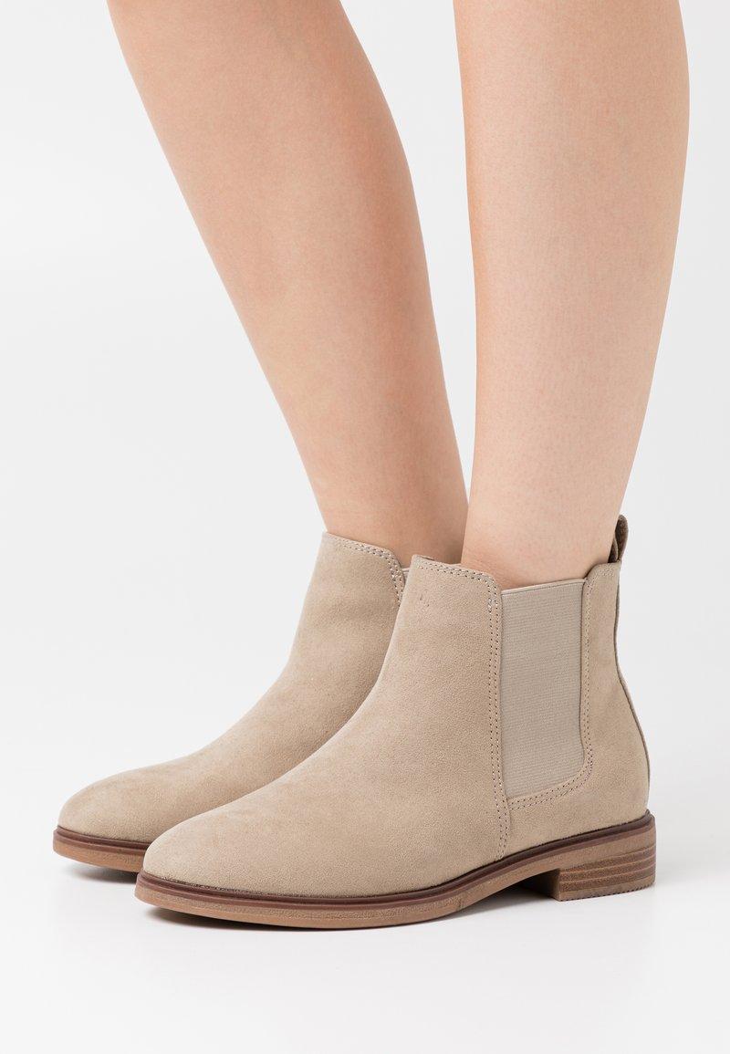 Evans - WIDE FIT SOLE CHELSEA - Boots à talons - sand