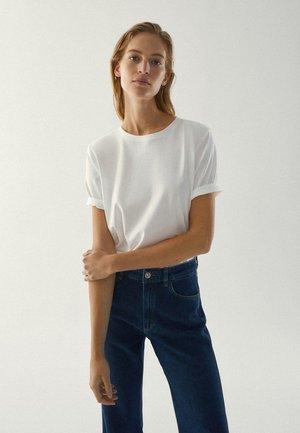 MIT SCHULTERPOLSTERN  - Basic T-shirt - white