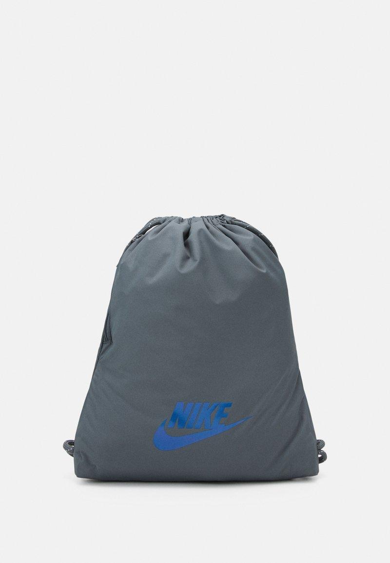 Nike Sportswear - HERITAGE UNISEX - Rucksack - smoke grey/iridescent