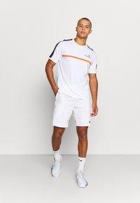 Sergio Tacchini - NOLWEN - Print T-shirt - white/orange - 1