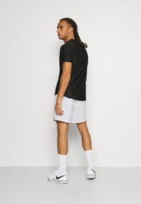 Nike Performance - SHORT HERITAGE - Korte broeken - white - 2