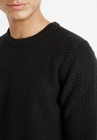 Only & Sons - ONSLOCCER CREW NECK - Stickad tröja - black - 6