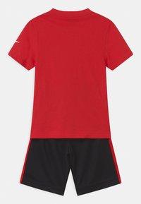 Nike Sportswear - SET - Triko spotiskem - black - 1