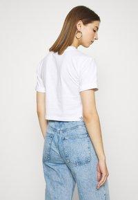 adidas Originals - PRIDE SHORT SLEEVE GRAPHIC TEE - Printtipaita - white - 2