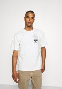 Edwin - GLOBAL CHEST UNISEX - Print T-shirt - whisper white - 0