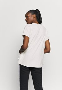 Under Armour - PROJECT ROCK - Print T-shirt - summit white - 2