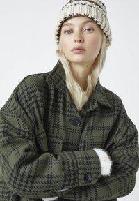 PULL&BEAR - Summer jacket - green - 4