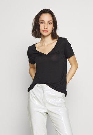 VMSOFIA V-NECK - Jednoduché triko - black